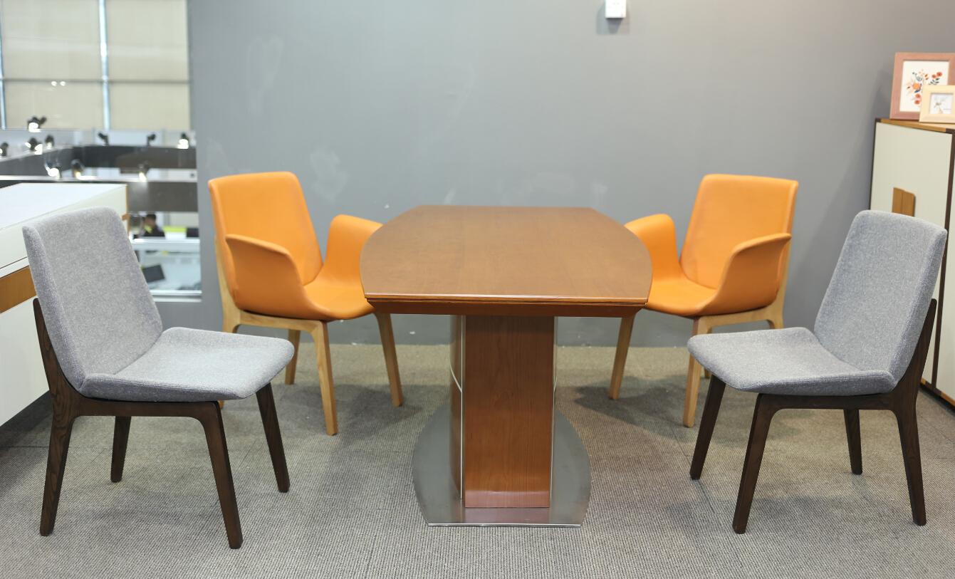 深圳办公室家具:如何布置温馨的办公桌